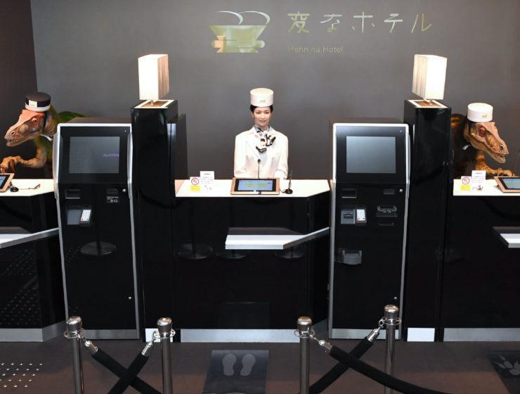 Robot front desk Hennna hotel